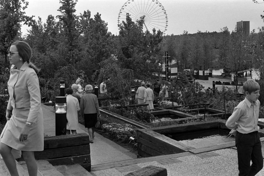 Introductie van de spoorbiels als inrichtingselementom voor tuinen, 1972, Noord-Hollands Archief