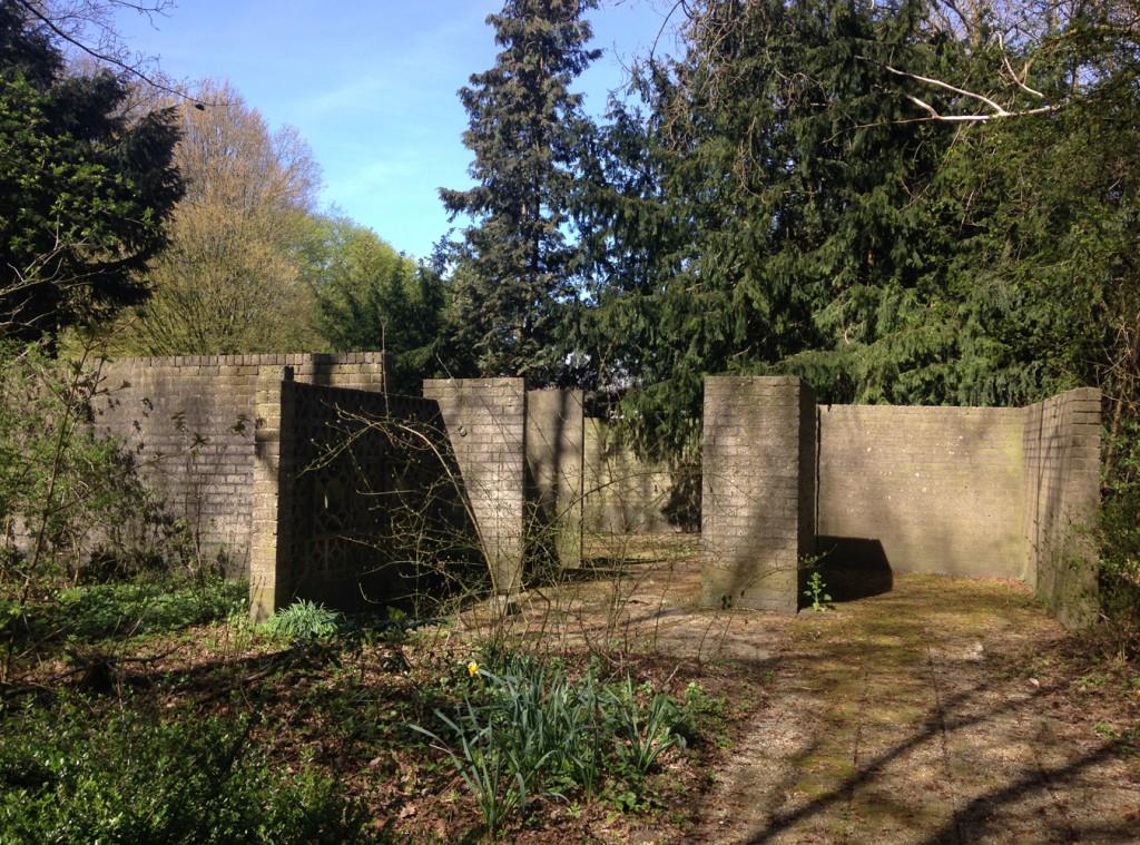 Overblijfselen van het voormalige paviljoen 'Wonen met groen', 2015, KCCM