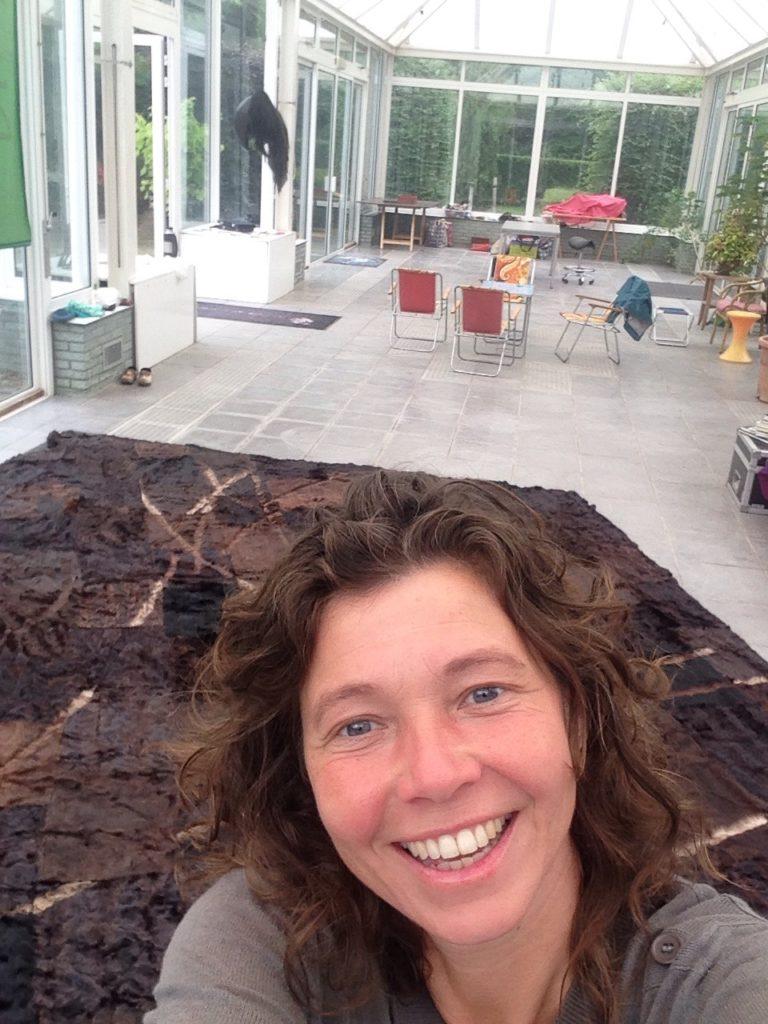 L(h)andschap, een eindexamen kunstwerk uit 1997 gemaakt van van 40 verschillende 2e hands bontjassen waar je haar levenspad uitgeschoren kunt bewandelen